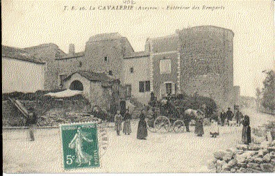 FRANCE - 12 - LA CAVALERIE CPA ANIMEE - ATTELAGE CHEVAL